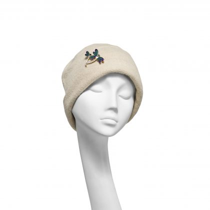 Nerida Fraiman - Cream pure wool beanie with jewelled dragonfly brooch detail