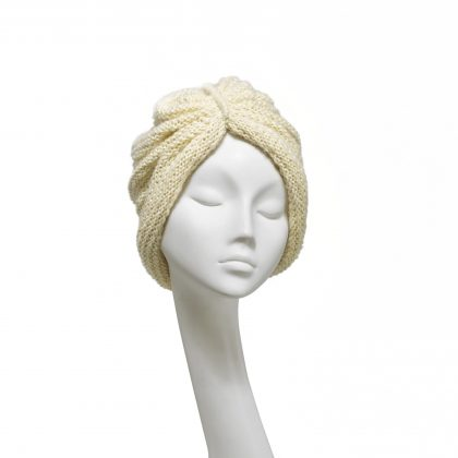 Nerida Fraiman - Cosy ivory chunky knit gathered beanie in luxury pure wool