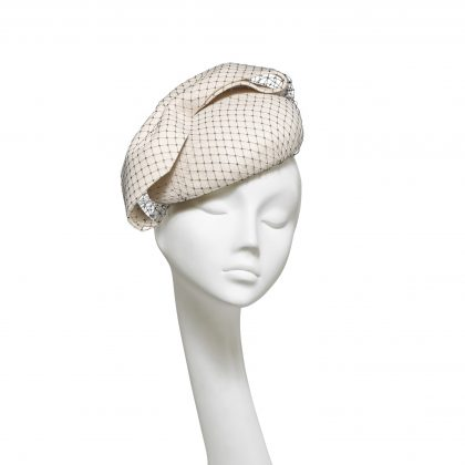 Nerida Fraiman - Double layer ivory giant bow wool felt structured beret with classic millinery veiling