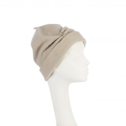 Nerida Fraiman - Gathered beanie in pure wool in mist with diamonte bow trim